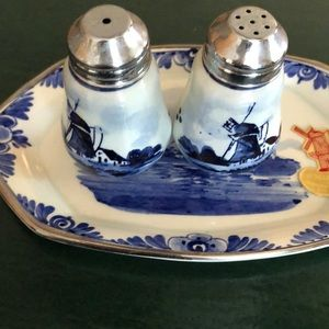Delft's from Holland salt and pepper set
